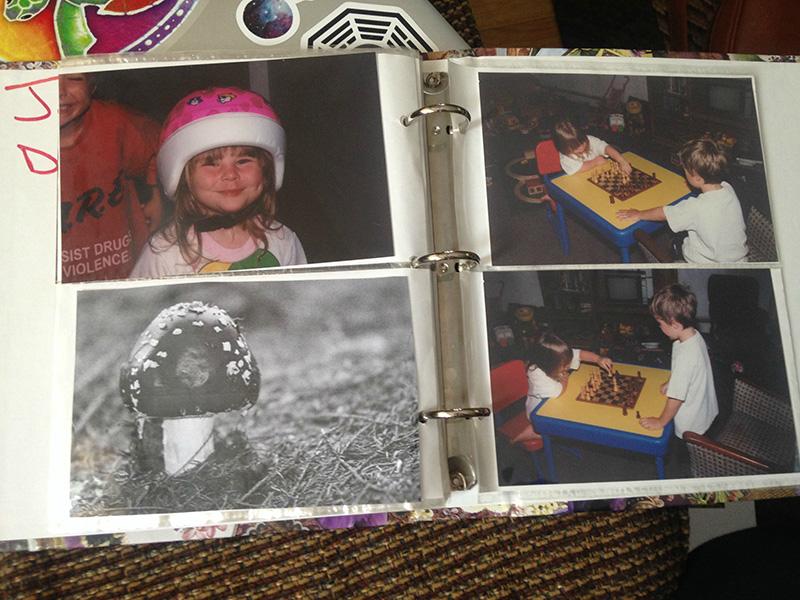 De här föräldrarna lade foton på en svamp i fotoalbumen. Du kommer att skratta när du får reda på varför.